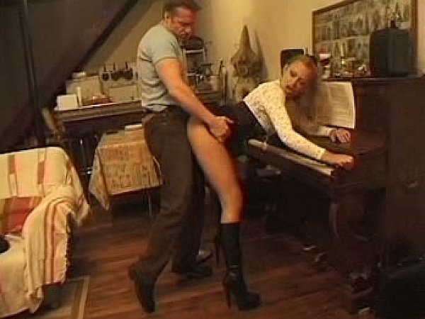 paren-proigral-devushku-video-porno