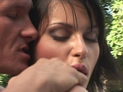 捷克性感Marketa Brymova得到她的阴部和屁股性交