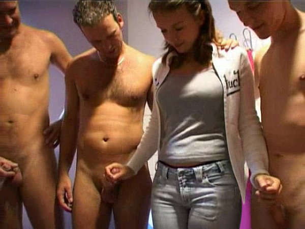 Фото голый мужик среди баб 39315 фотография