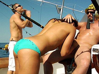 在船上性爱