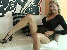 Shaped mature wife Emma Starr in action