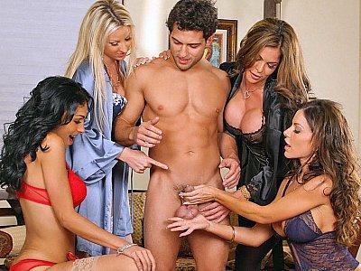四个女士和一个幸运的家伙!