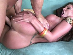 Manhandling Kelly Divine