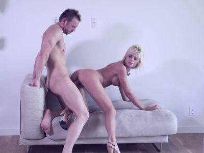 Blonde hottie sucks twice