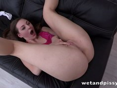Brunette slut gets soaking wet in her piss