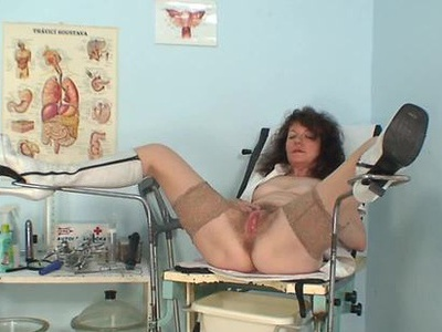 Aged amateur mommy extremly hairy twat self exam