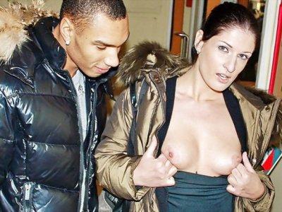 热战利品和胸罩作为奖杯