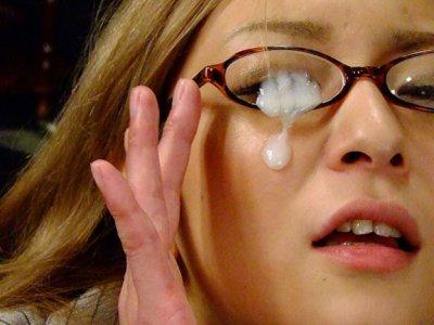 Sl Asian的亚洲宠儿让她的眼镜奶油