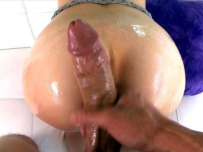 金伯节感受到了一种强大的香肠,伸出她的阴茎