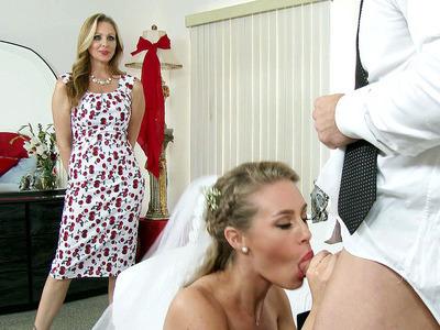 朱莉娅安抓住她的继女妮可安妮斯顿欺骗她的丈夫