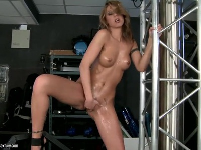 Wonderful Cindy Hope presents us amazing behind the stage masturbation scene