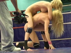 Blondes Antonya and Sophie Moone wrestling