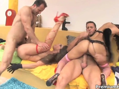 Slutty Cathy Heaven and Cindy Hope have hot foursome
