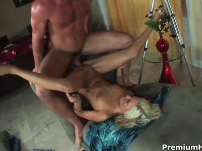 性感金发凯西约旦崇拜铁杆性爱