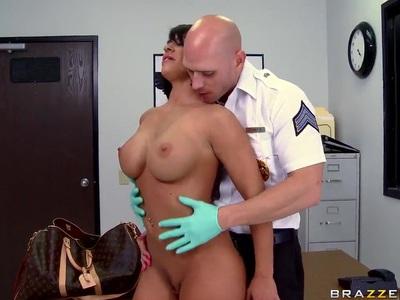Busty Savannah Stern worshipped by kinky pilot
