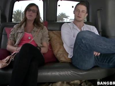 Bang Bus上可爱的业余Katlyn Snow