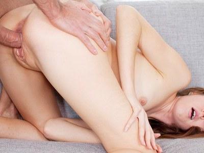 艺术色情剪辑显示卡米拉让屁股性交