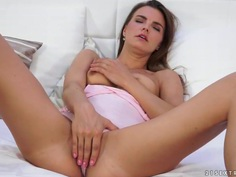 Suzie Carina deeply fucks herself