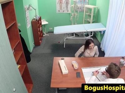 业余喷射eurobabe访问她的医生