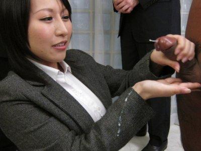 Yuuna Hoshisaki服务她的角质老板的需求
