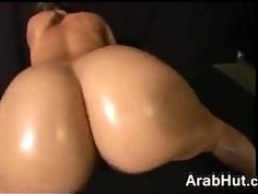 Arab Chick Shaking Her Ass