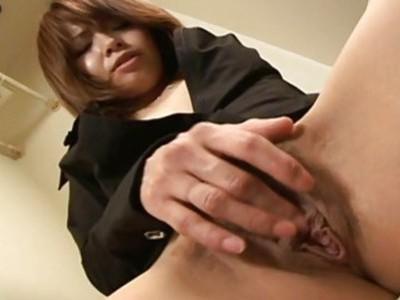 亚洲毛茸茸的宝贝正在洗手间摩擦她的阴蒂