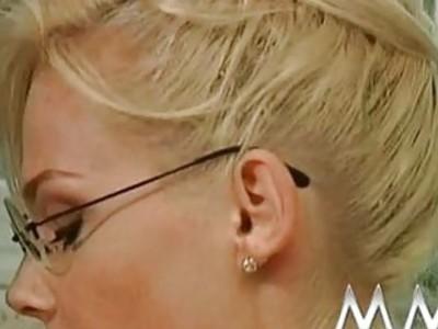 Blonde MILF for a good deep throat and a facials