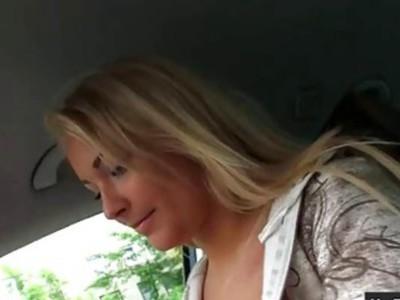 巨大的胸部捷克女孩拉娜猫冲击兑换现金