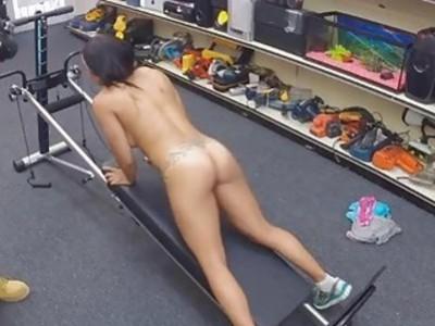 Pornstar在裸体性感视频中获得更多现金