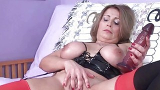 Sandie Marquez fucks her mature twat with a toy