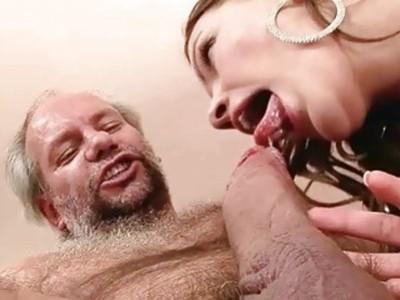 爷爷喜欢性感的年轻黑发