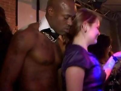 Gals在性爱派对上性交毫无意义