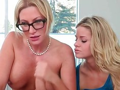 Luxury threesome copulate with MILF