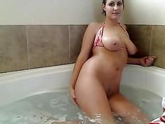 Webcam MILF Orgasms In The Bathtub