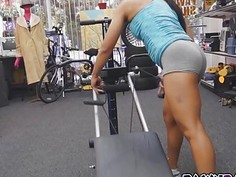 Muscular chick got her pussy banged from behind
