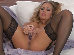 Nicole Aniston has craving cunt