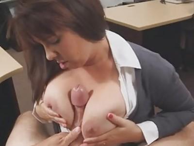 性感热辣的妻子有一个令人敬畏的圆形山雀