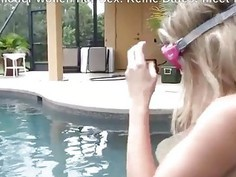 Blowjob am Pool mit Tauchermaske