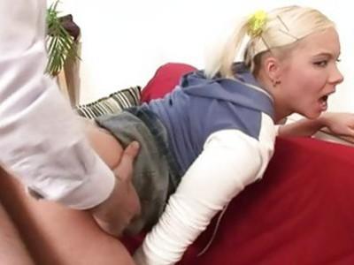 老师正在捧着宝贝绷紧肛门隧道