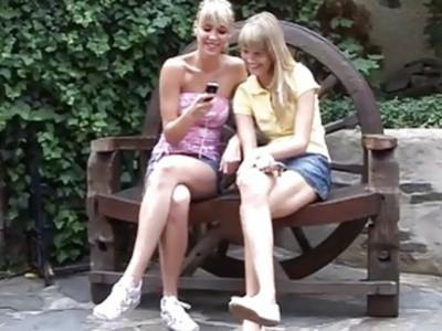 免费的毛茸茸的青少年女孩的照片两个两头的年轻女人甜心