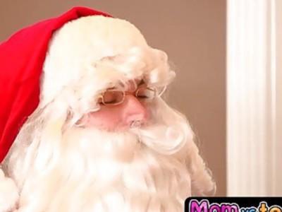 圣诞老人走进一个尴尬的局面并得到角质