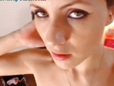 这个网络摄像头女孩惊人的山雀