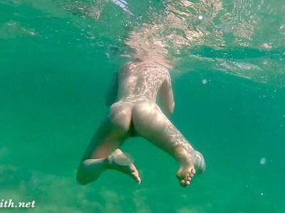 Naked vacations with Jeny Smith