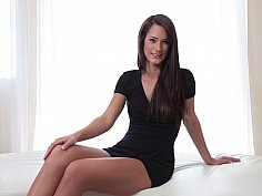 Appetizing mistress poses elegantly for the cam