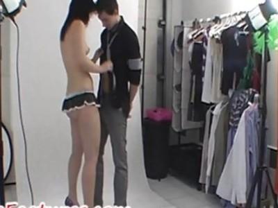 令人敬畏的夫妇在镜头前展现自己