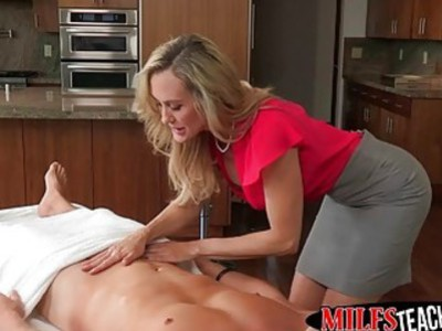 Blonde hottie teams up with stepmom to please her boyfriend