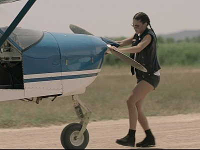 与热的胸部的冒险的宝贝去在飞机上性