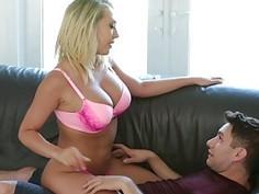 Kagney Linn Karter gets her pussy lick