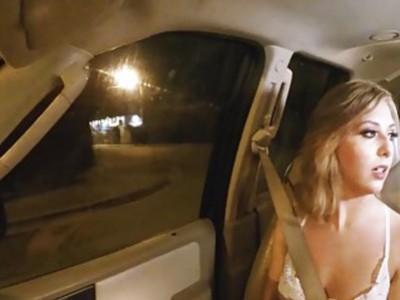 金发hitchhikier青少年宝贝凯利格林得到性交困难