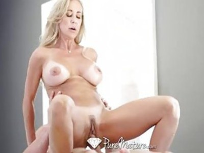 Pure redhead mature wants to suck and get fucked